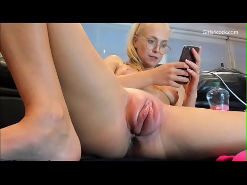 shaved pussy scared legs